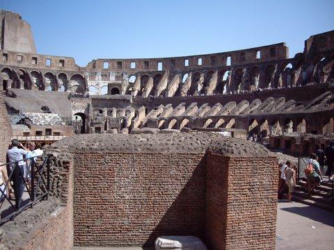 สนามกีฬาโคลอสเซียม (ประเทศอิตาลี) - The Colosseum